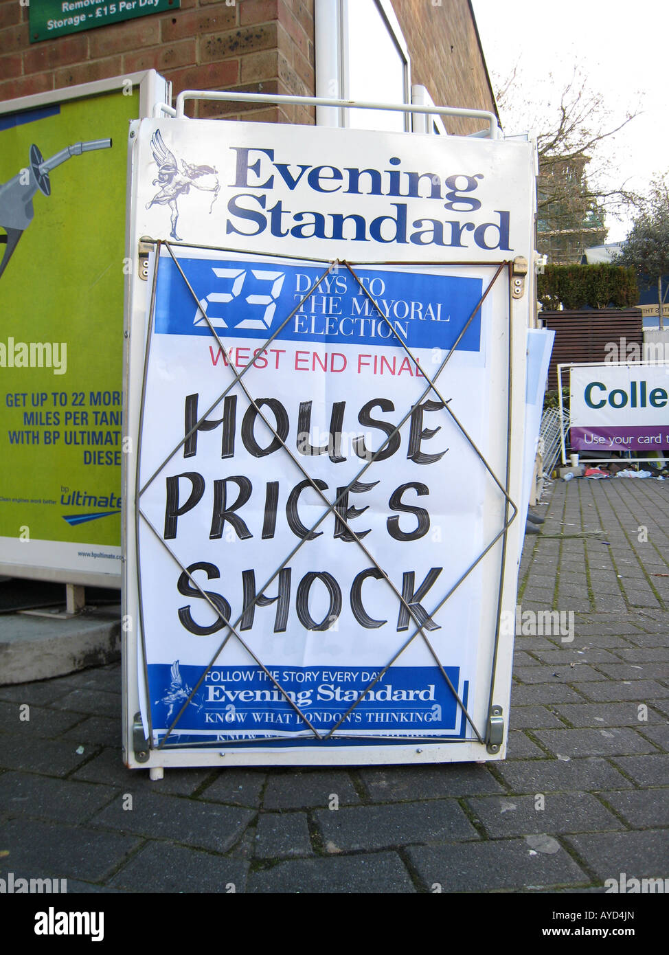 HOUSE PRICES SHOCK headline 8th APRIL 2008 Evening Standard newspaper board in London UK housing market - Stock Image