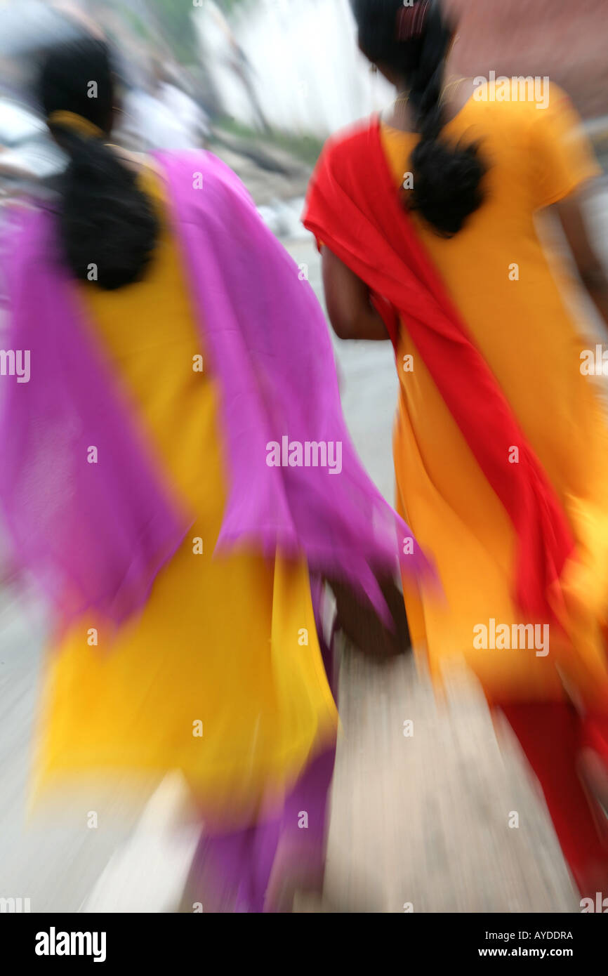 IND India Kerala Trivandrum Women with yellow saris and coloured scarfs - Stock Image