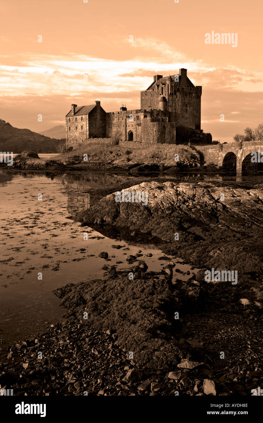 EILEAN DONAN CASTLE ON THE ROAD TO SKYE SEPIA TINTED - Stock Image