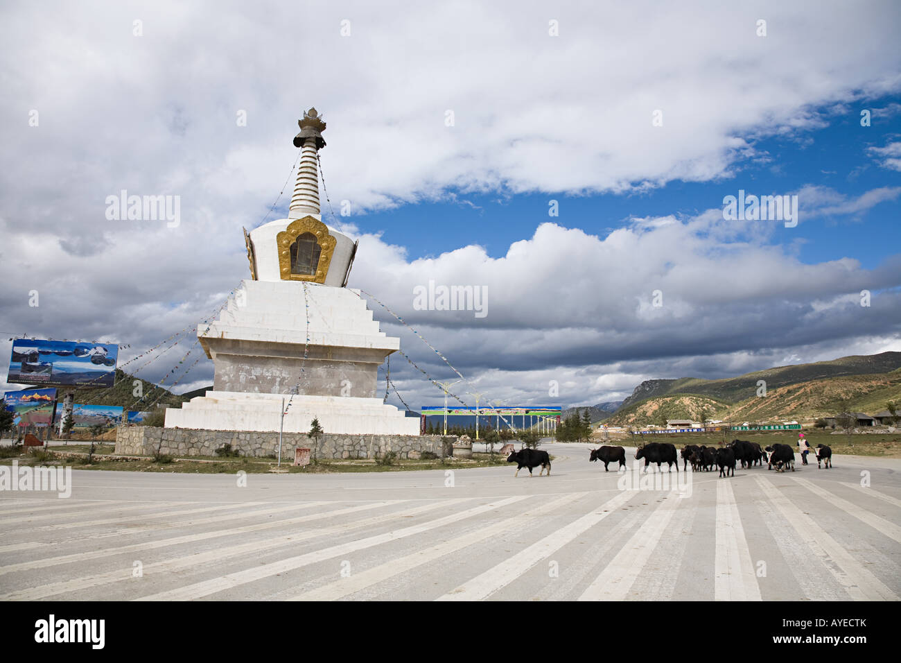 Stupa in zhongdian - Stock Image