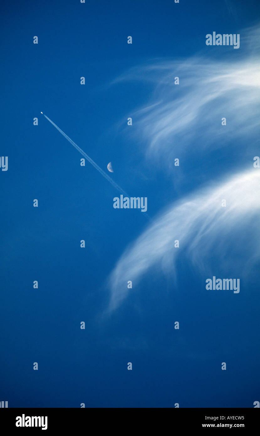 Vapour Trails Wispy Cloud & Moon - Stock Image