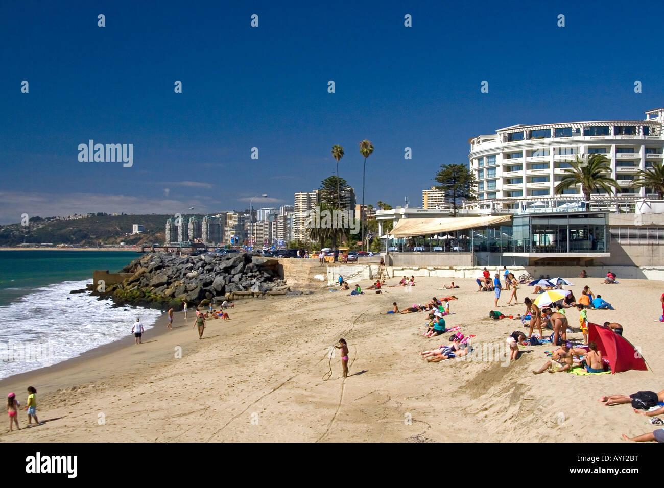 Hotel del Mar and beach scene at Vina del Mar Chile - Stock Image