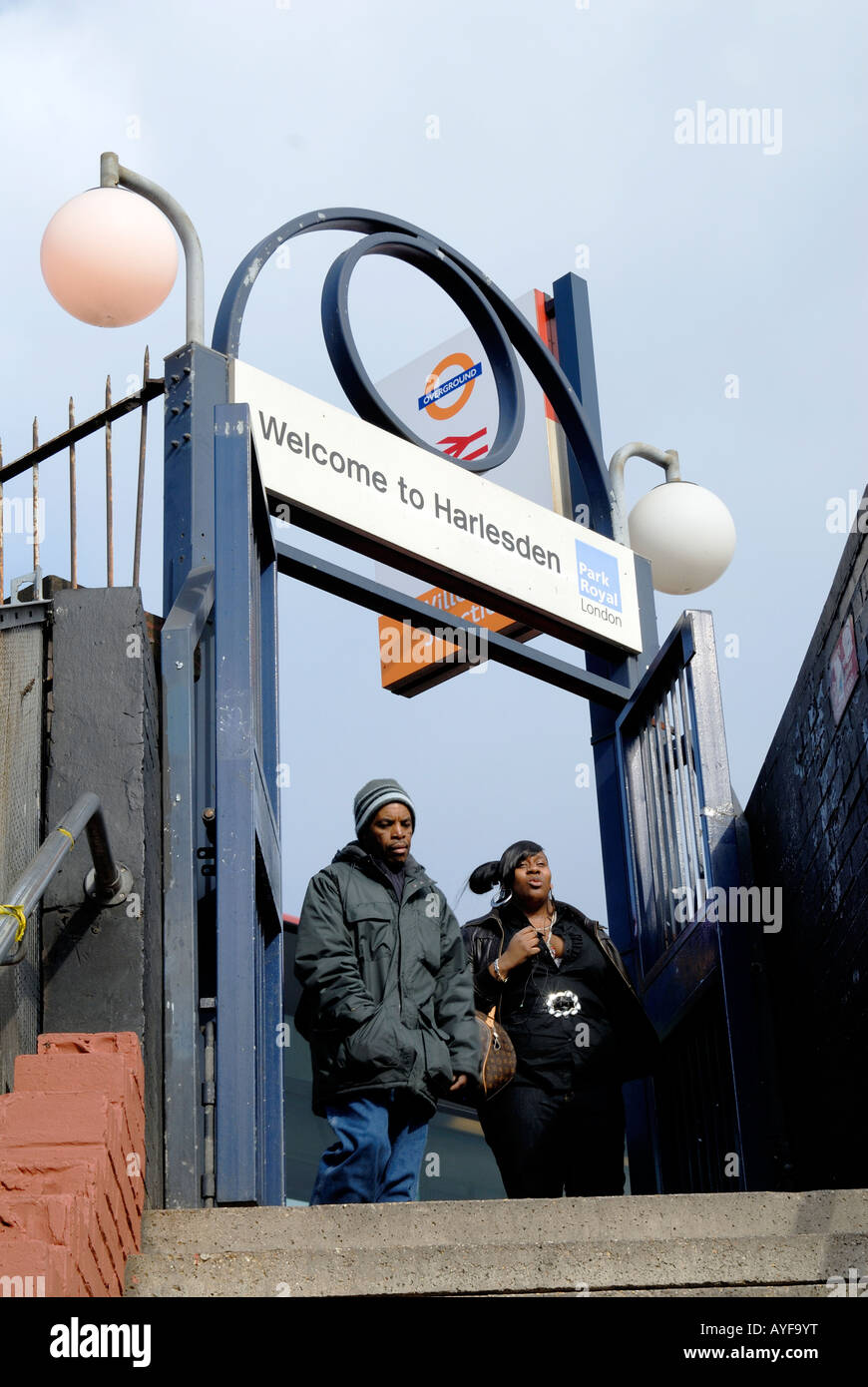 UK - LOCAL RESIDENTS ON WAY TO STATION IN WILLESDEN JUNCTION, HARLESDEN,LONDON Photo © Julio Etchart - Stock Image