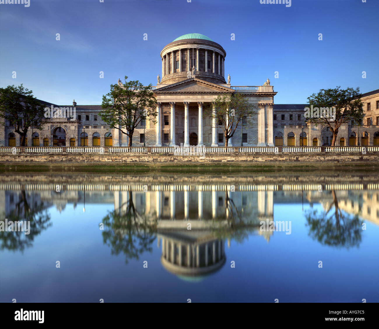 IE - DUBLIN: Four Courts - Stock Image