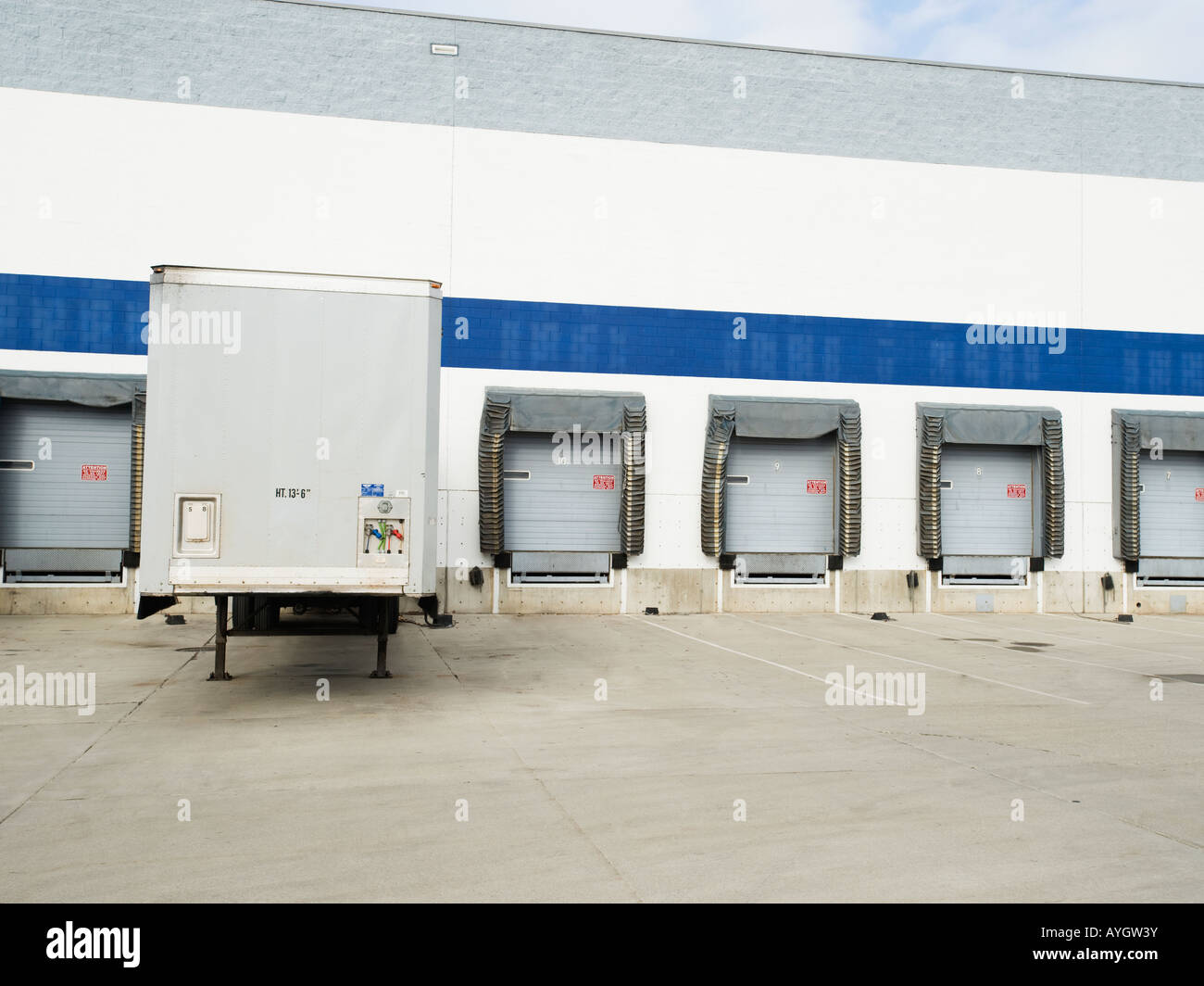 Truck parked at loading dock - Stock Image