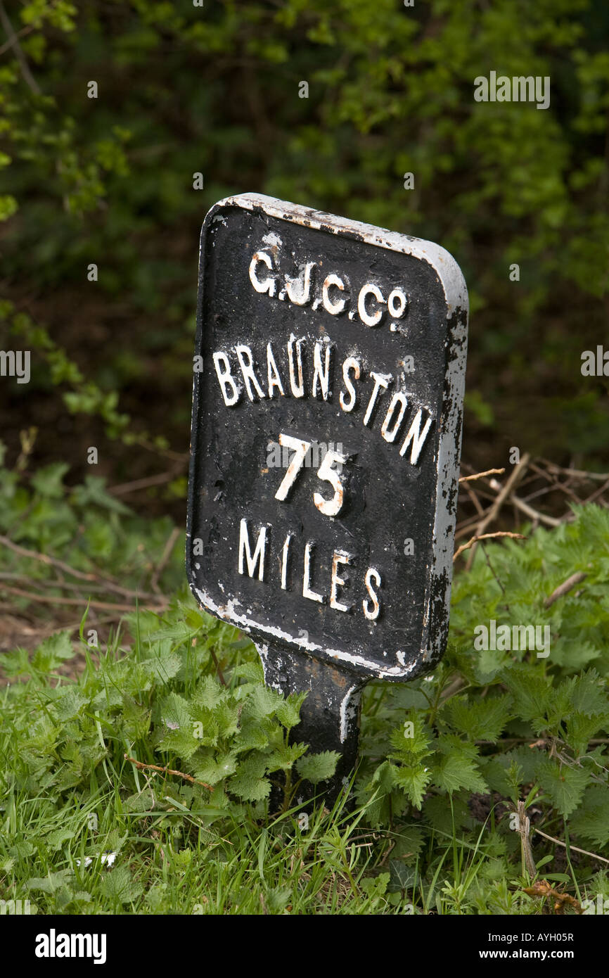 A canal signpost to Braunston on the banks of the Grand Union Canal at Batchworth Lock, Rickmansworth, Herts, West - Stock Image