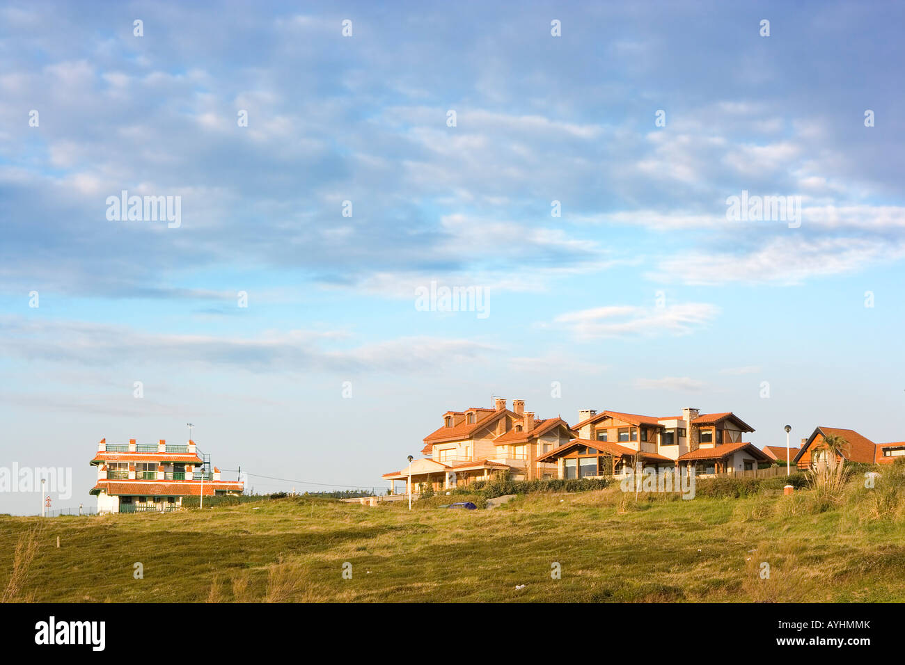 image of a hollyday house in the leand with a blue sky - Stock Image