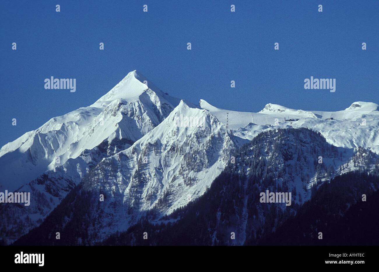 Schneebedeckte Berggipfel - Stock Image