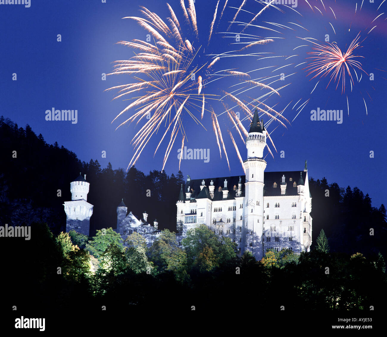 DE - BAVARIA: Fireworks over Neuschwanstein Castle - Stock Image