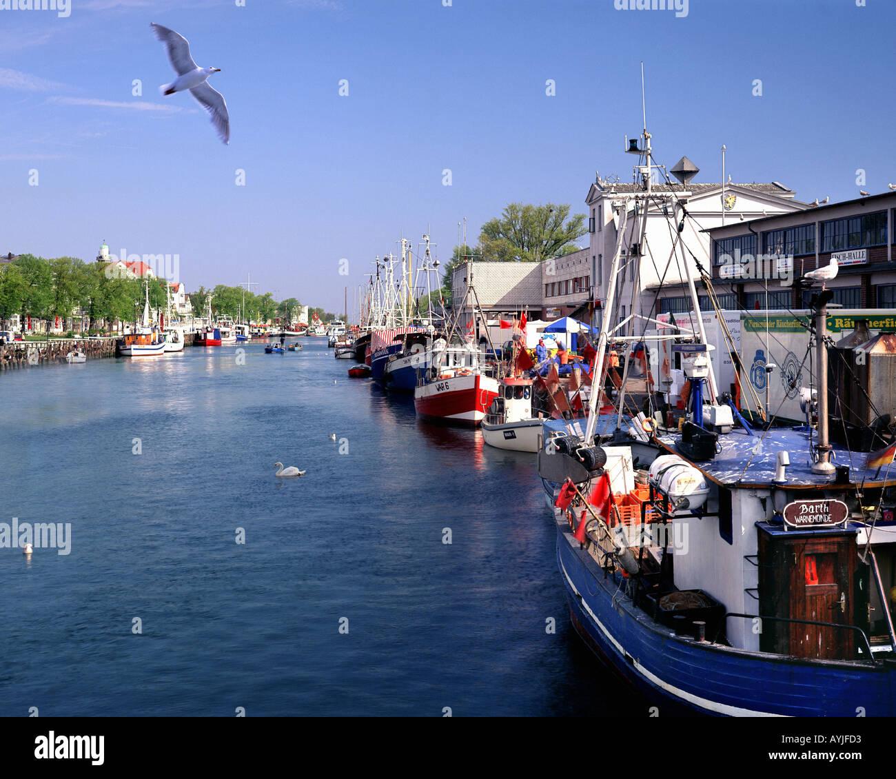 DE- MECKLENBURG VORPOMMERN: The Harbour at Warnemuende - Stock Image
