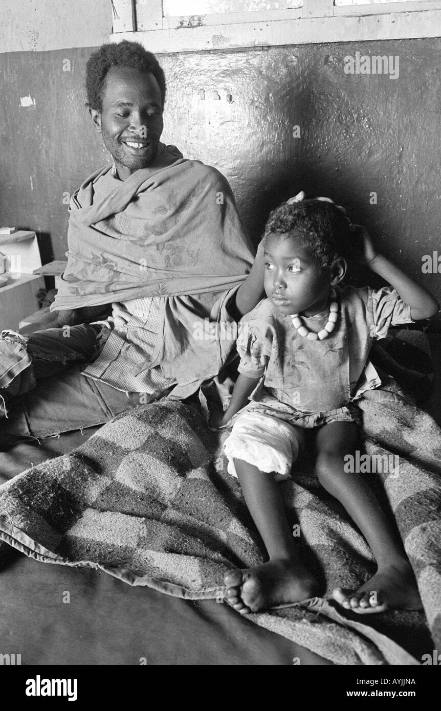 Father visiting child in hospital. Ethiopia - Stock Image