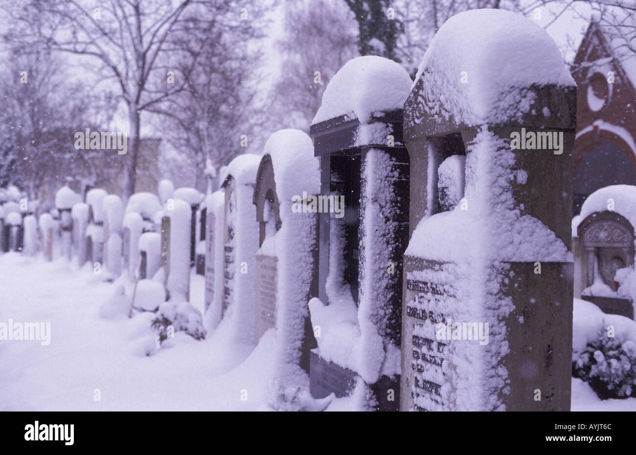Grabsteine im Winter Stock Photo