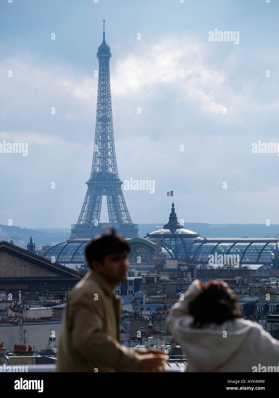 Eiffel tower Paris France with out of focus couple in the foreground - Stock Image