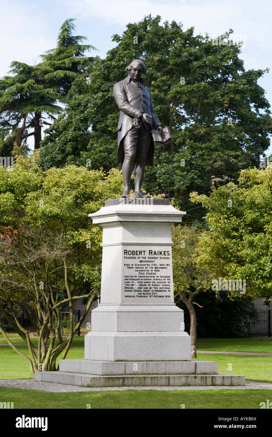 Statue of Robert Raikes, founder of the Sunday School movement, in the park at Gloucester - Stock Image