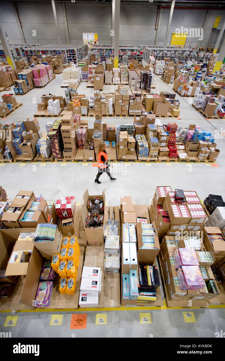 Distribution centre of the online order company amazon de the goods depot - Stock Image