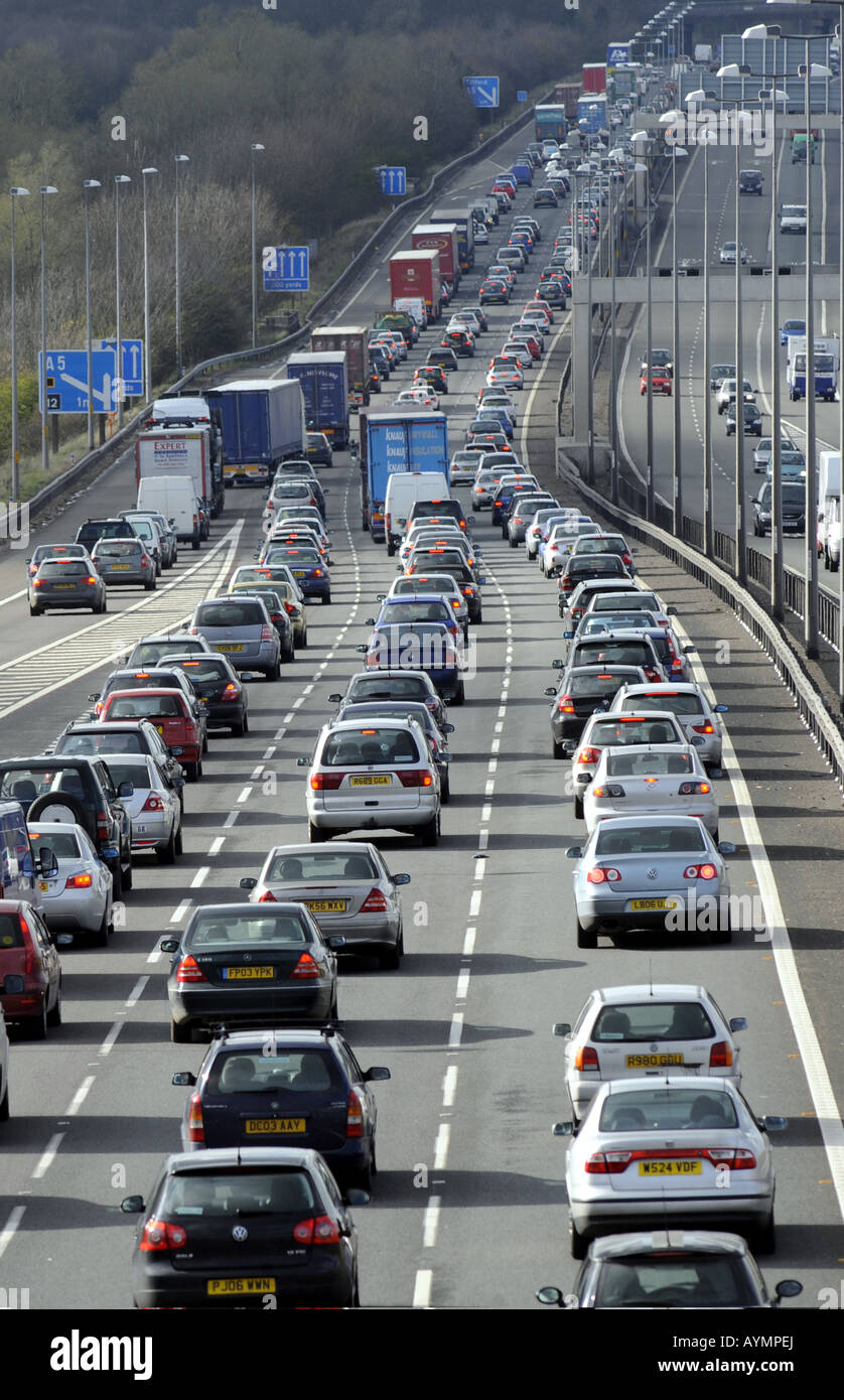 QUEUES OF HEAVY TRAFFIC ON THE NORTHBOUND CARRIAGEWAY OF THE M6 MOTORWAY NEAR JUNCTION 11,STAFFORDSHIRE,NORTH OF - Stock Image