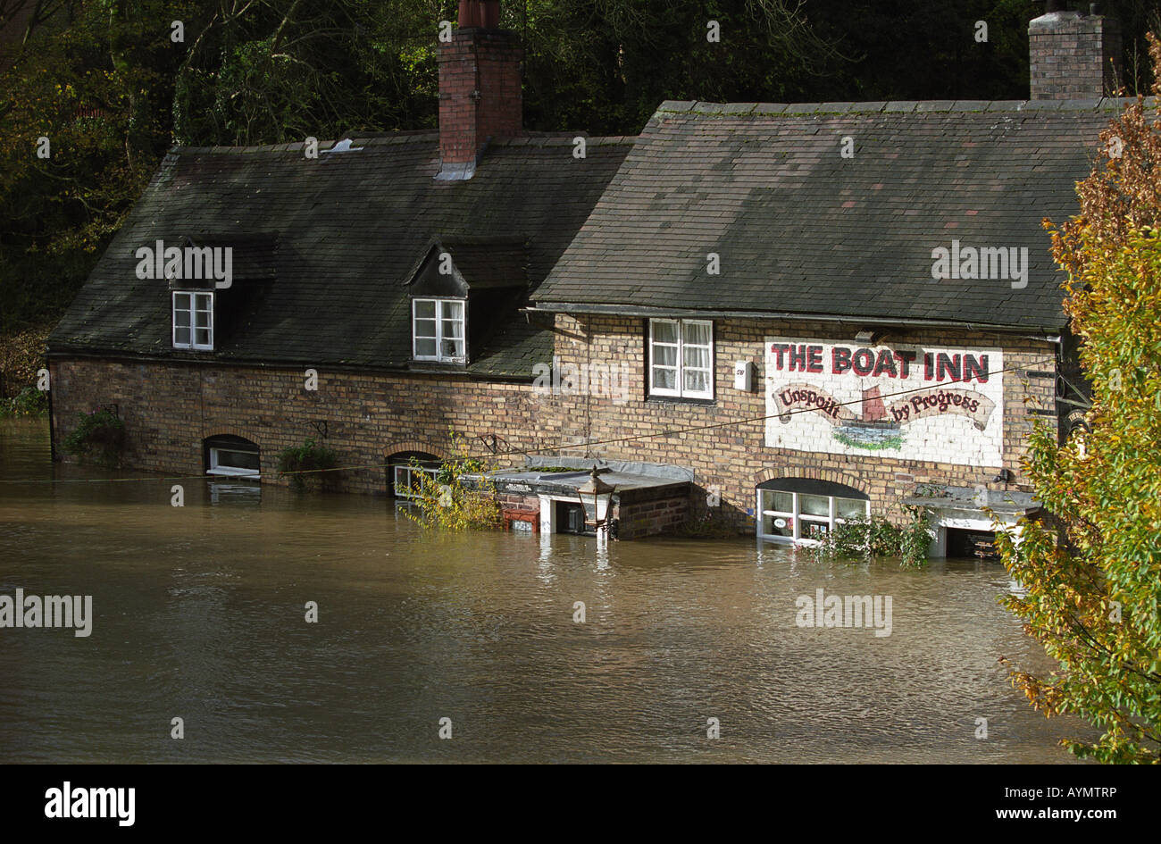 The River Severn in flood at the Boat Inn Jackfield in 2000 - Stock Image