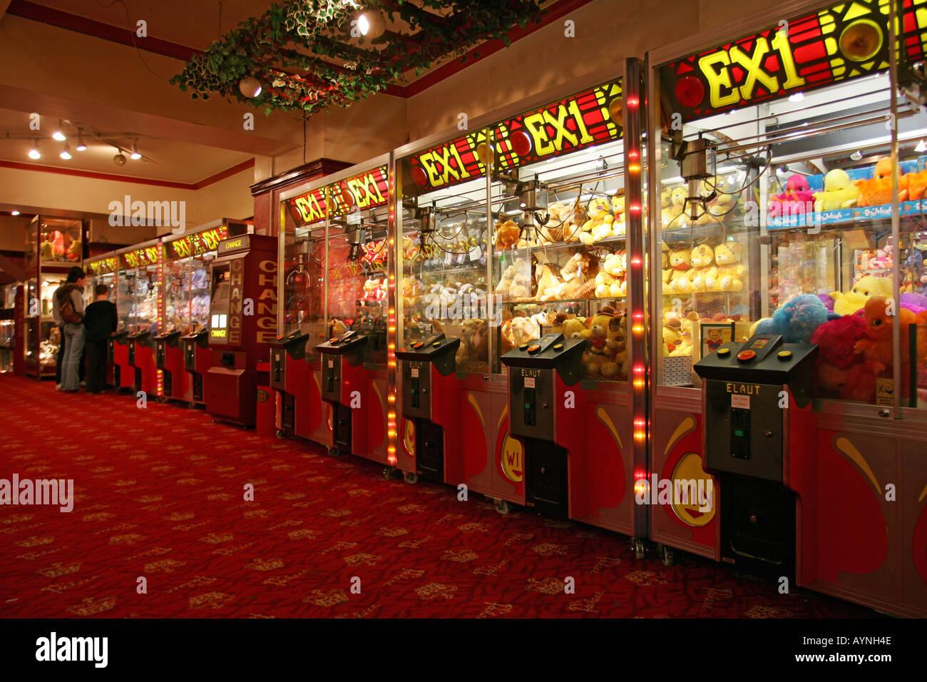 Triple red hot 777 slot machine