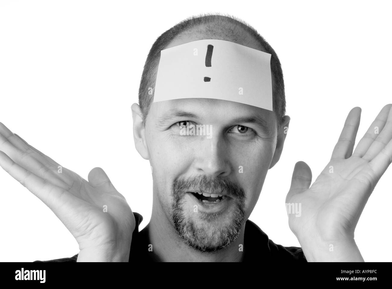 man with post it note on head looking having an idea blue sky thought eureka bingo exlamation mark what hands thrown up in dis - Stock Image