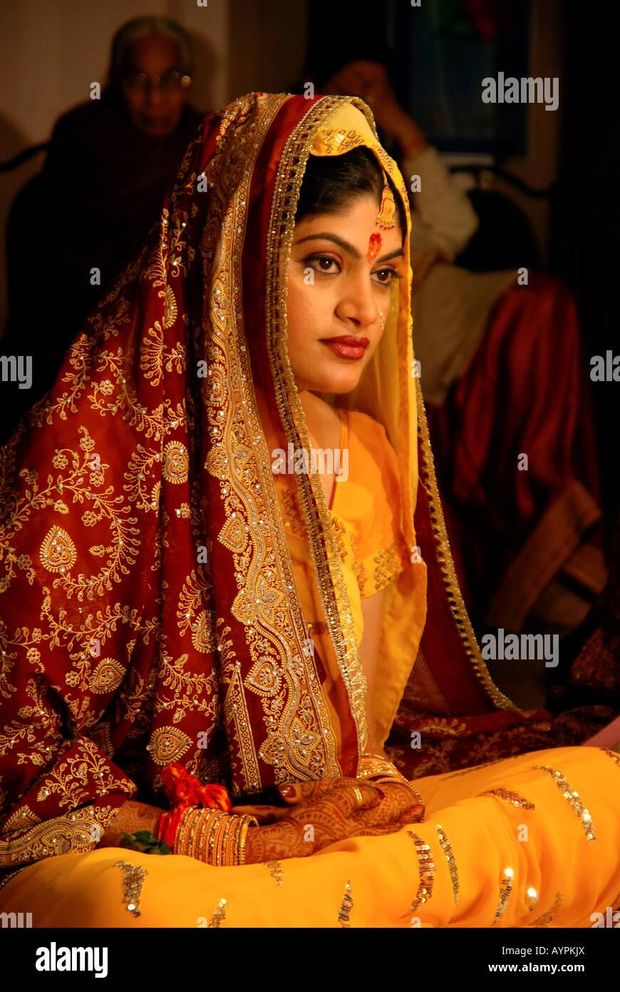 Hindi Wedding Stock Photos & Hindi Wedding Stock Images - Alamy