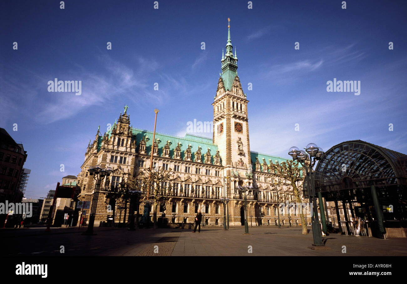 April 13, 2008 – The Hamburg town hall (Rathaus) was finished in 1897 and hosts the municipal government of the - Stock Image