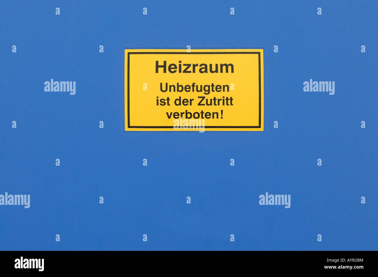 Sign on a blue steel door: 'boiler room, no entrance' (German) - Stock Image