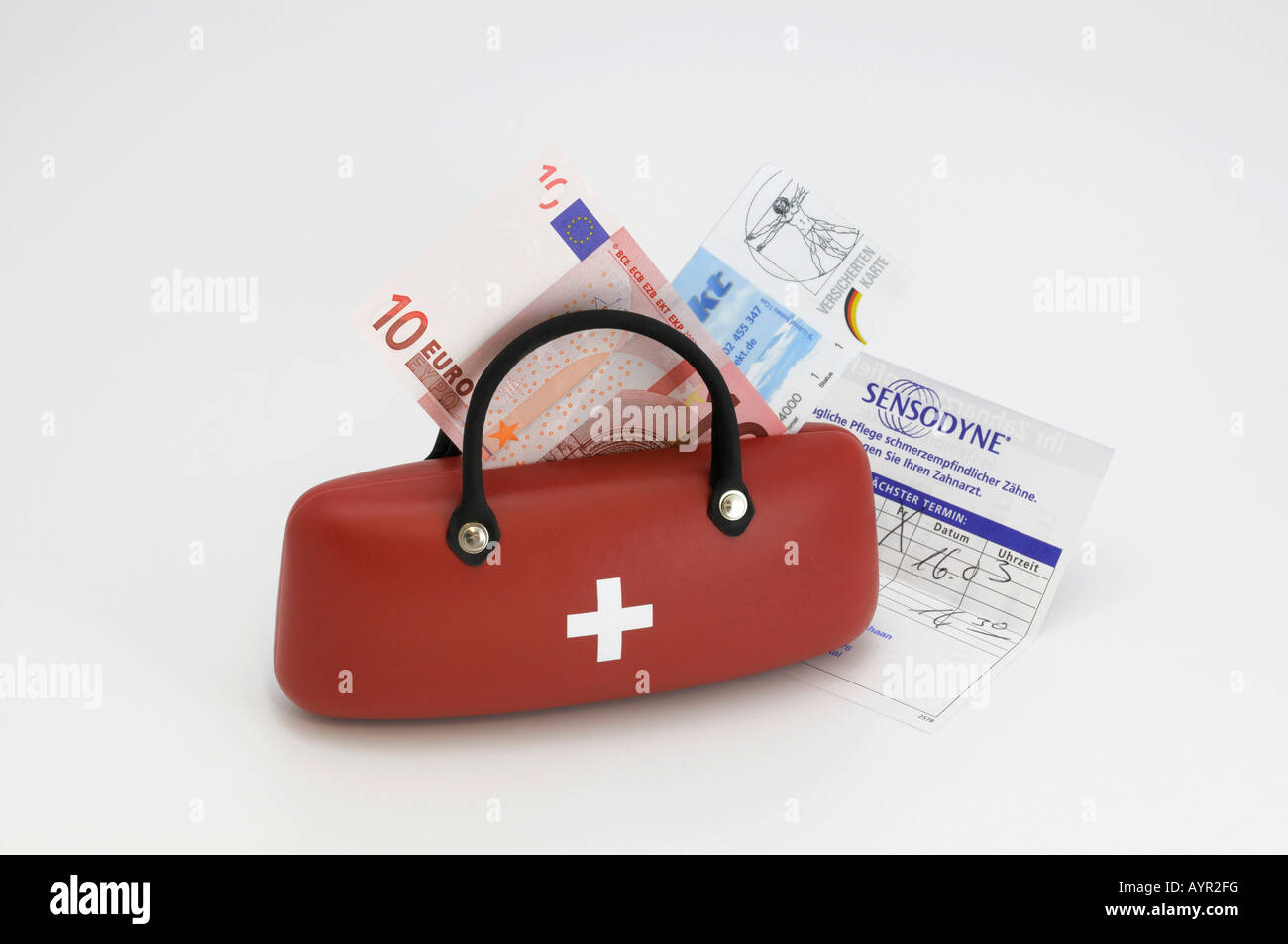 Medical bag, health insurance card, 10-Euro note, symbol for doctor's fees - Stock Image