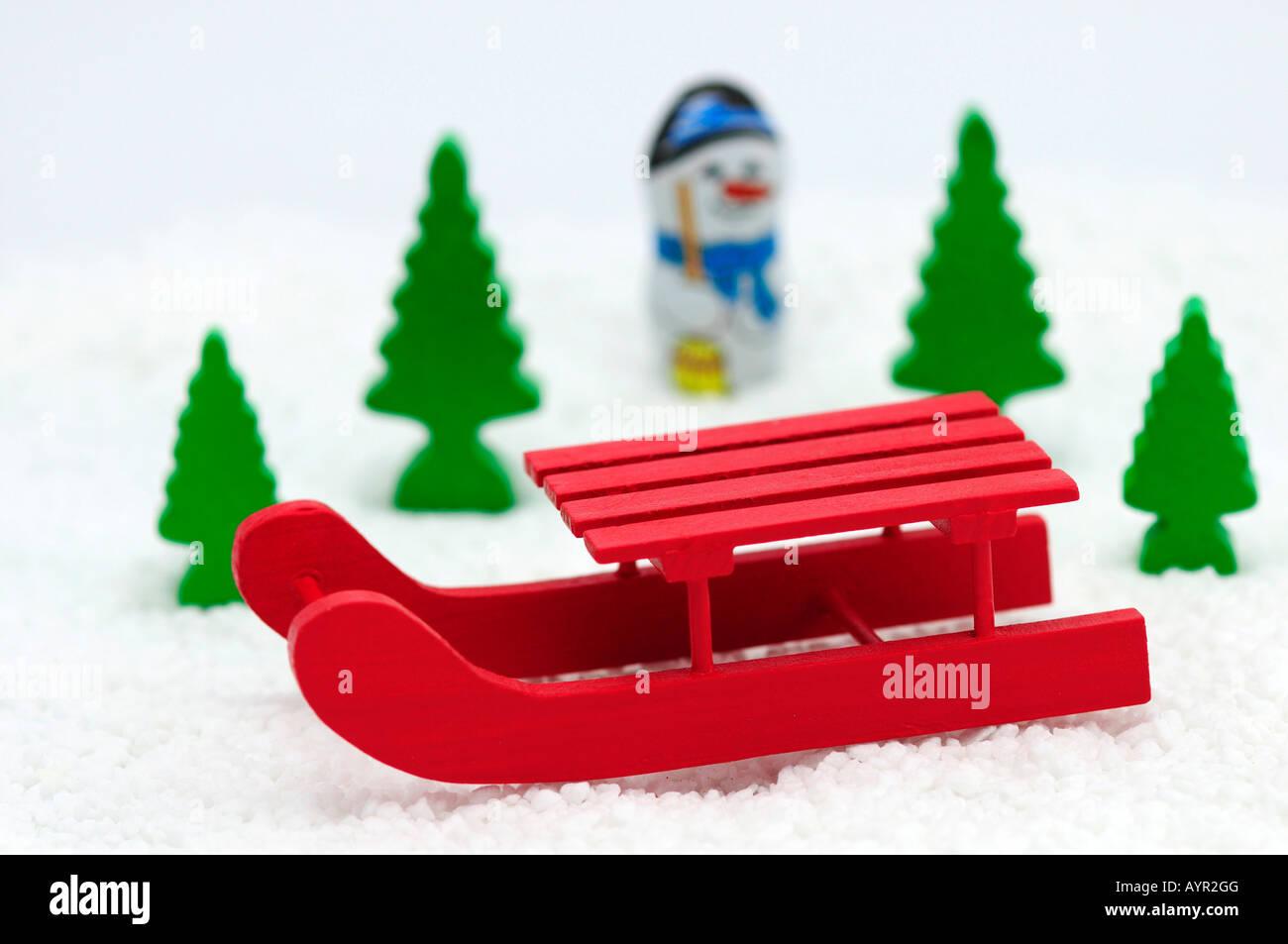 Snowman behind a sleigh, winter landscape - Stock Image