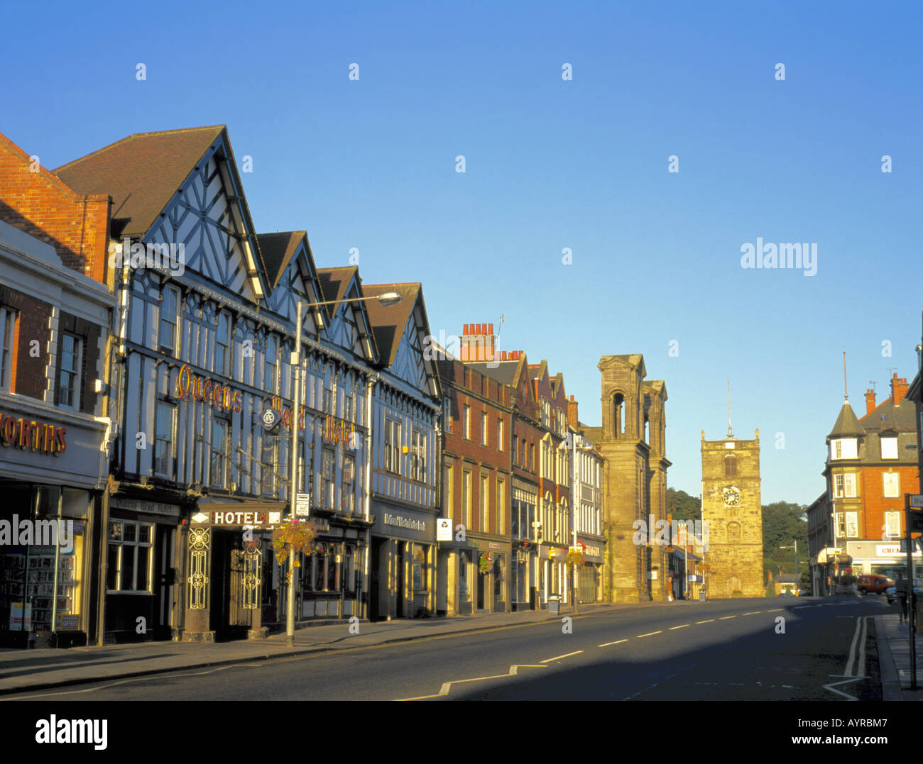 Queens Head Hotel with Town Hall and Clock Tower beyond, Morpeth, Northumberland, England, UK. - Stock Image