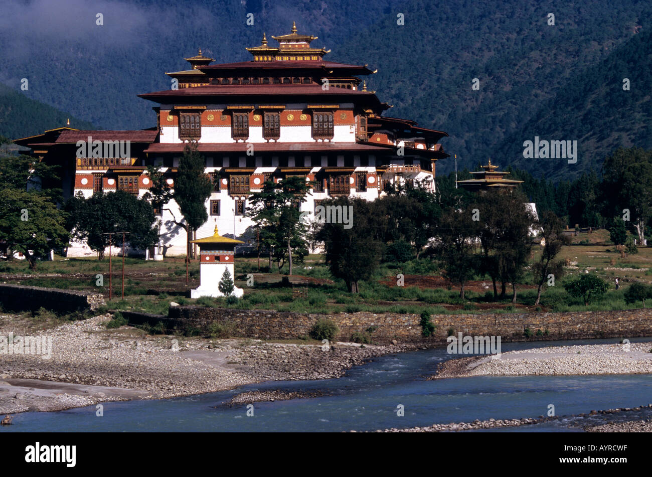 Dzong and the Mo Chhu river, Punakha, Bhutan - Stock Image