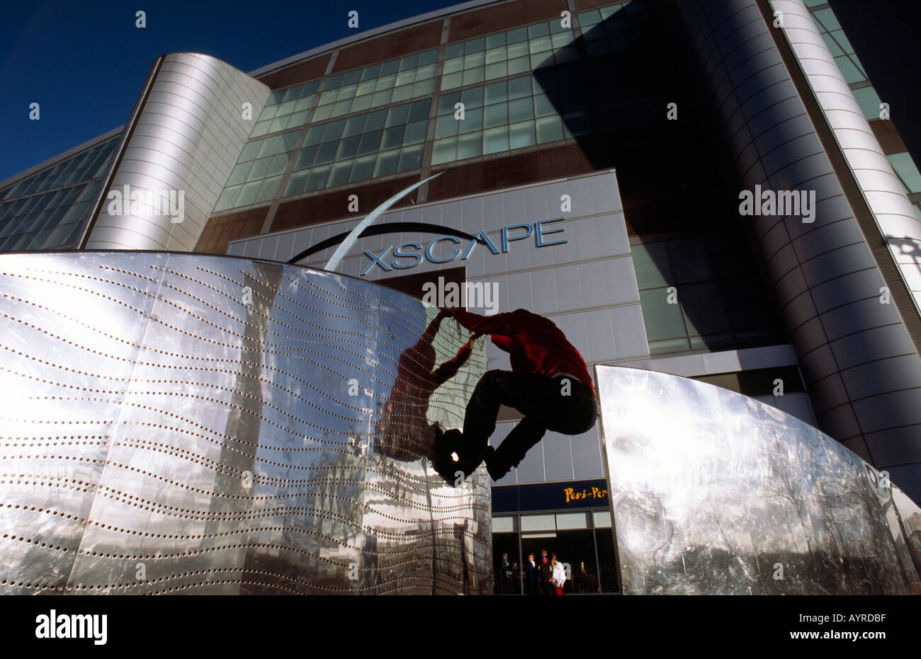Doug Blane practicing Le Parkour climbing freerunning outside the Xscape snow dome Central Milton Keynes - Stock Image