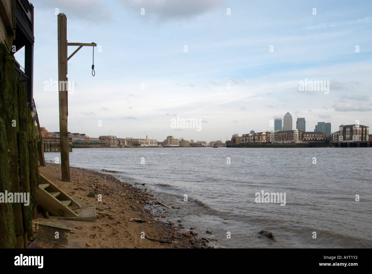 Gallows beside the River Thames at the Prospect of Whitby pub, Shadwell, London, England, UK - Stock Image