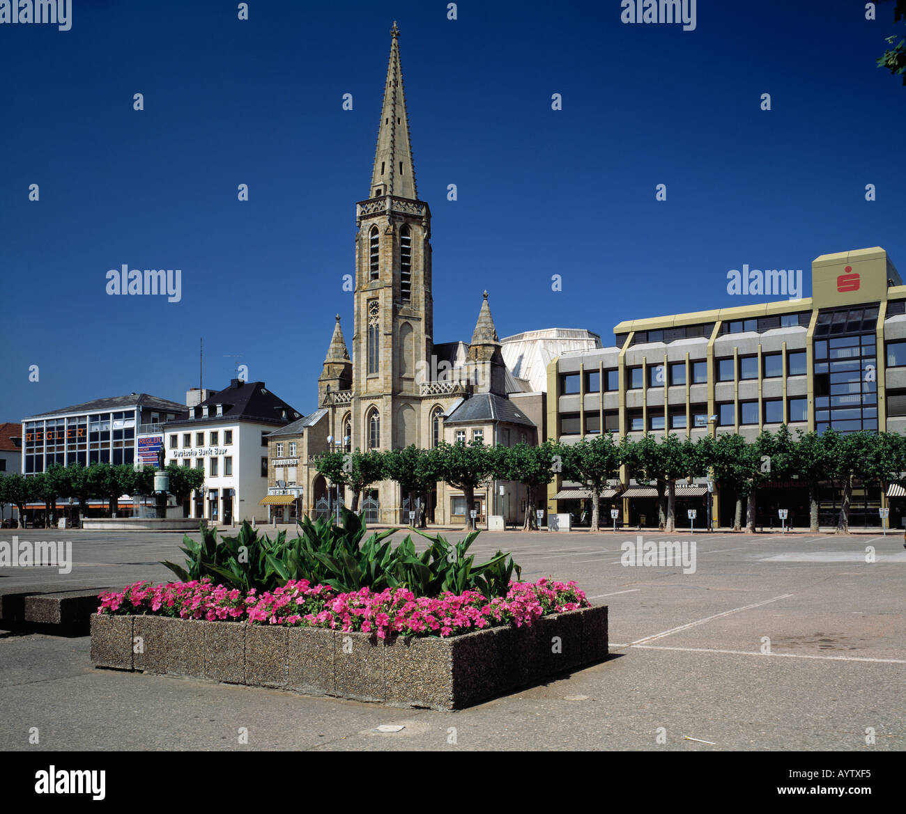 grosser markt mit ludwigskirche in saarlouis saar saarland stock photo 5610228 alamy. Black Bedroom Furniture Sets. Home Design Ideas