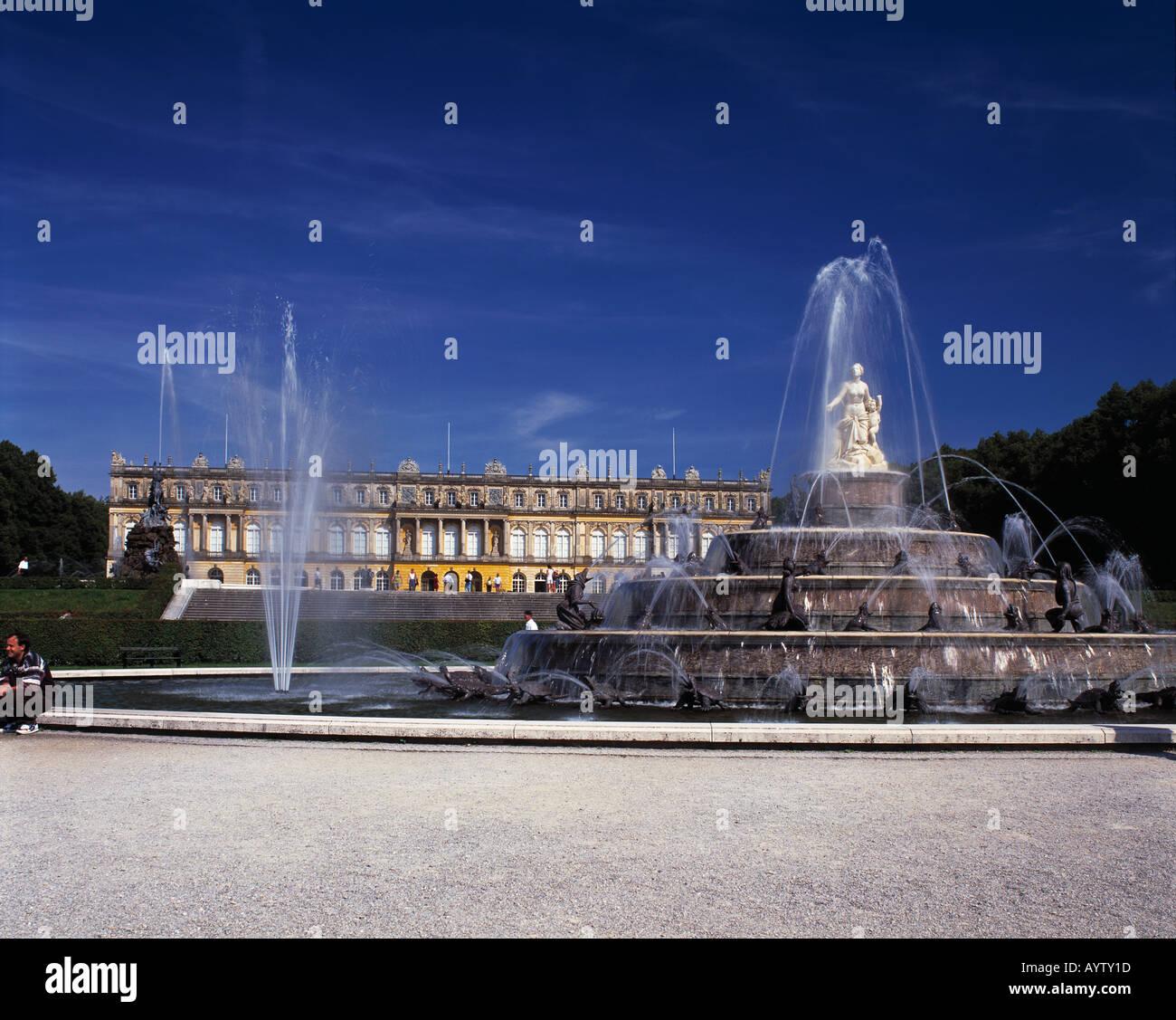 Latonabrunnen im Schlosspark von Schloss Herrenchiemsee auf der Herreninsel im Chiemsee, Alpenvorland, Oberbayern - Stock Image