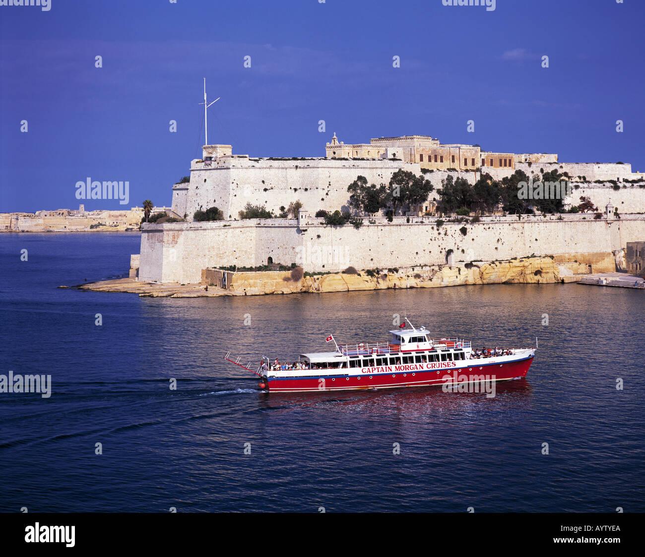Blick auf die Befestigungsanlage von Vittoriosa mit Fort St. Angelo, Ausflugsschiff, Valletta, Malta - Stock Image