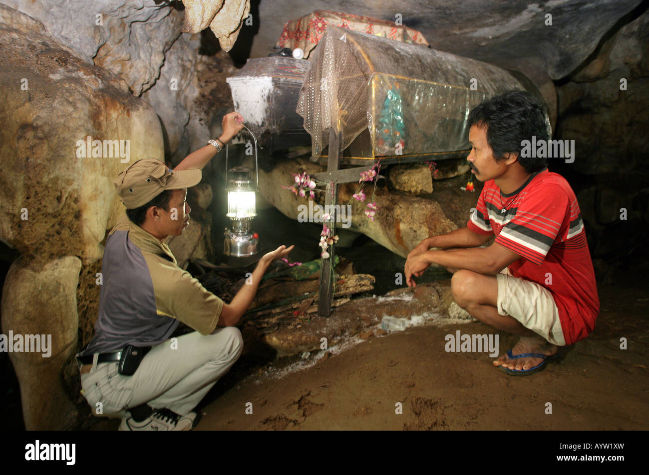 Indonesia: Coffins in a burial chamber of the caves graves in Londa, Sulawesi Island - Stock Image
