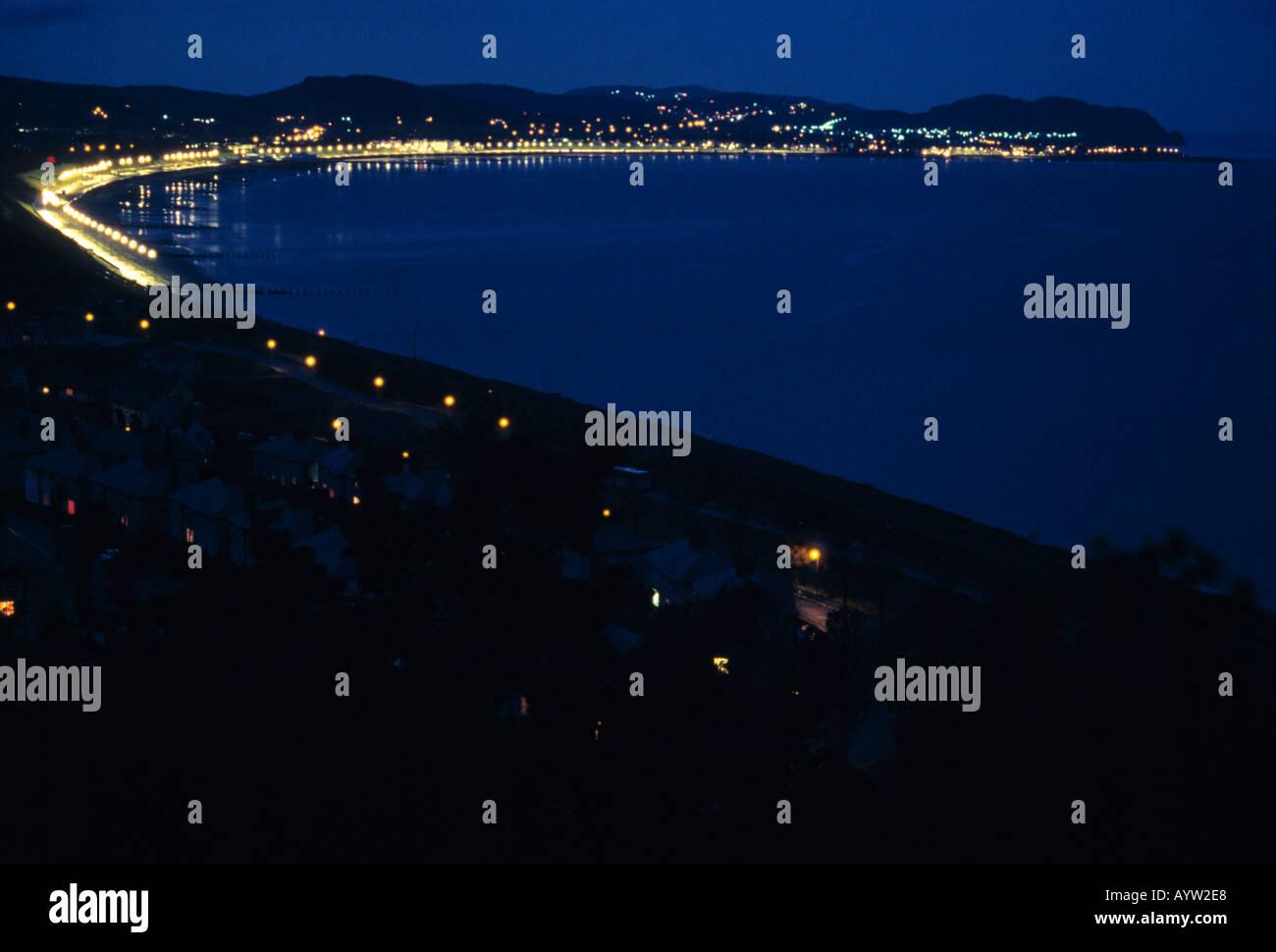 Night view of Colwyn bay illuminated with esplanade street lights - Stock Image