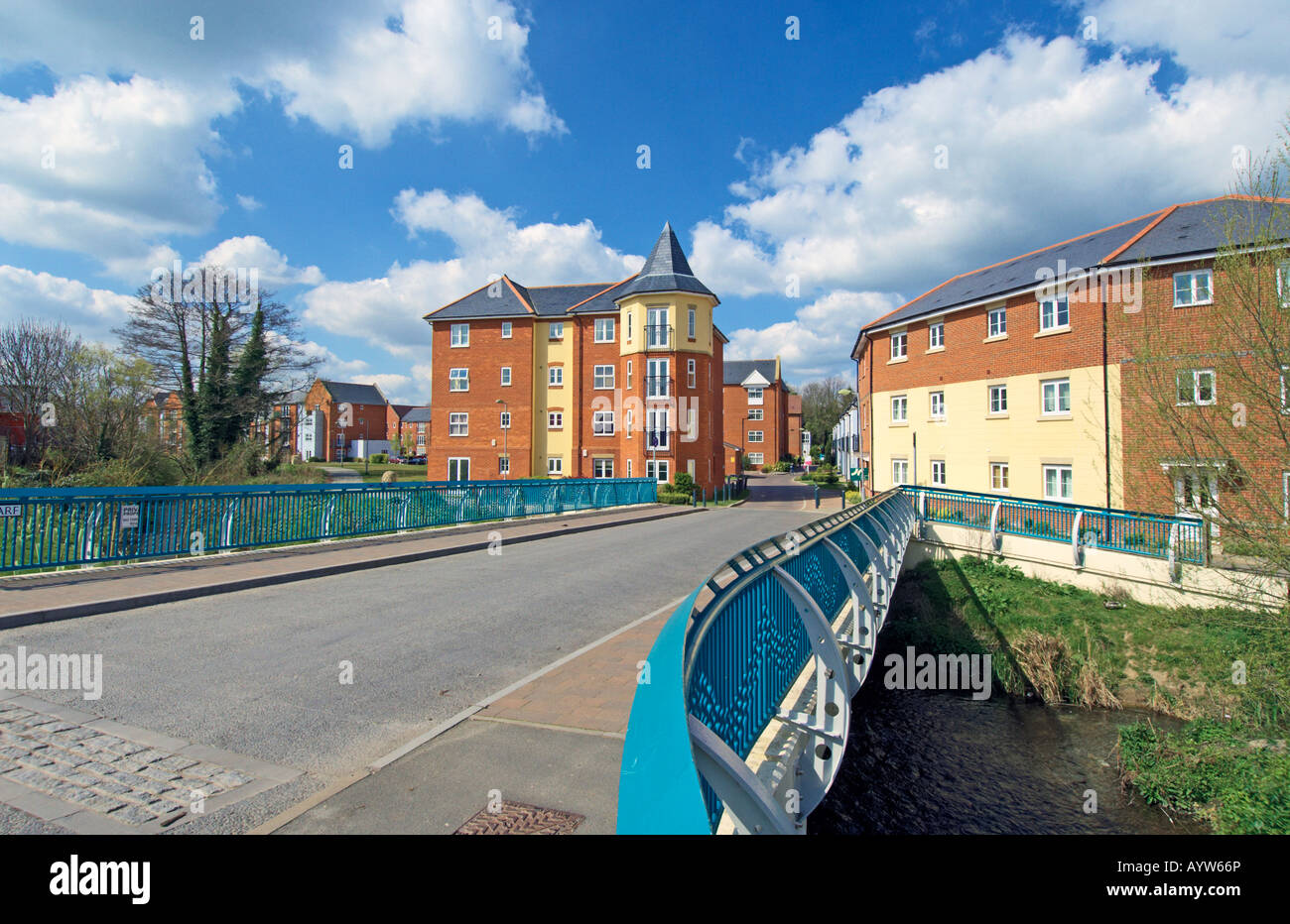 Smiths Wharf, Wantage, Oxfordshire, England. A Development of new homes beside Letcombe Brook. - Stock Image