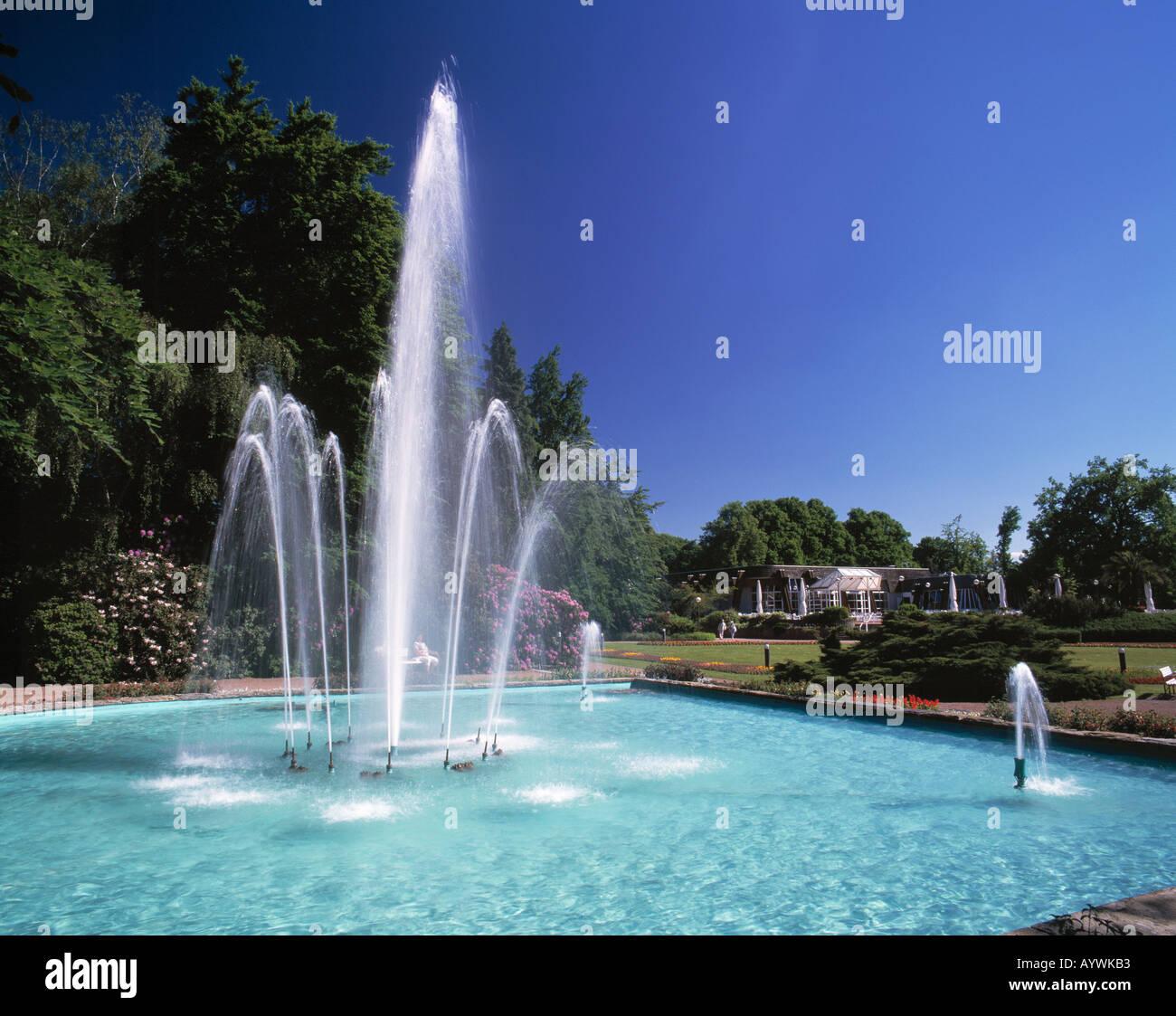 Springbrunnen Garten Fontaene Stock Photos& Springbrunnen Garten Fontaene Stock Images Alamy ~ 28035815_Springbrunnen Garten Gebraucht