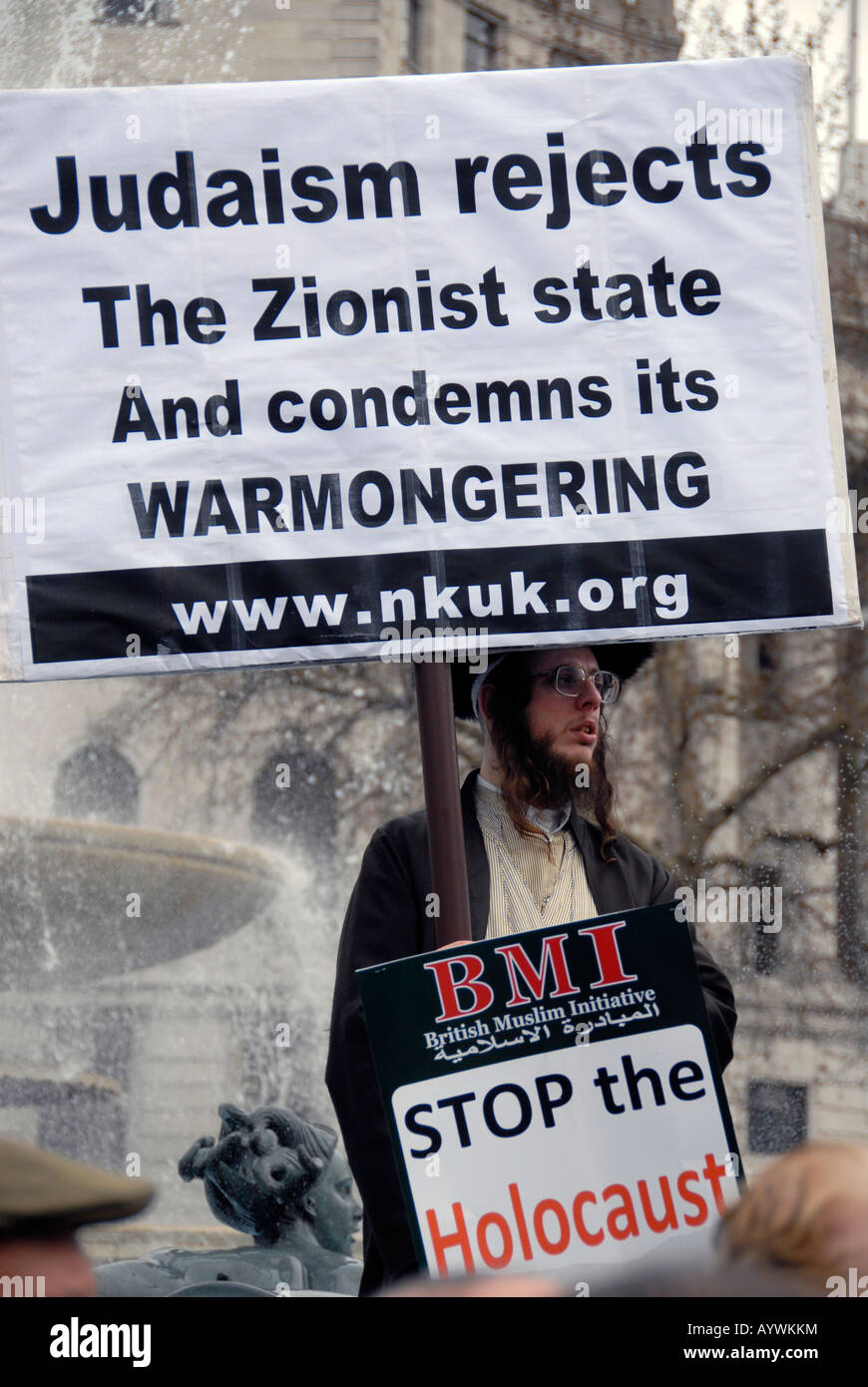 Orthodox Jews Members of Neturei Karta International Jews Against Zionism Stop the War demo - Stock Image