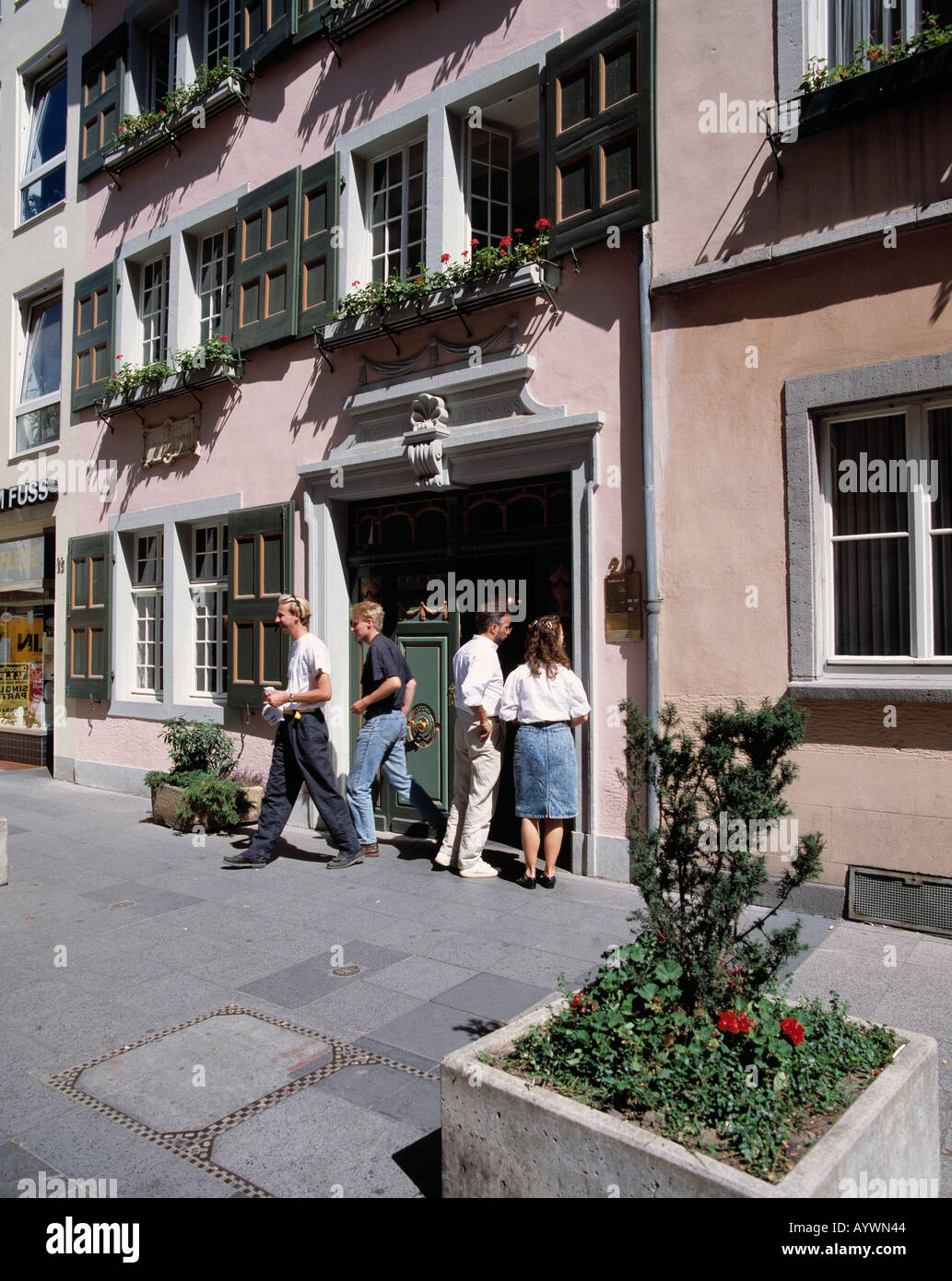 D-Bonn, Rhine, Rhineland, North Rhine-Westphalia, Beethoven birth house, people in front of the Beethoven birth house, Ludwig van Beethoven, museum, composer, culture, classical music - Stock Image