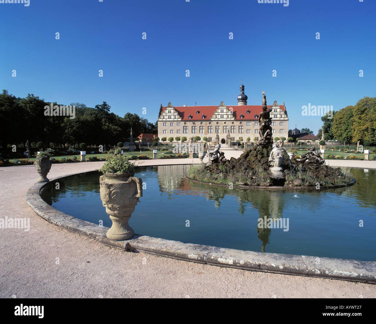 Renaissanceschloss und Schlosspark, Blumenkuebel, Weikersheim, Tauber, Romantische Strasse, Baden-Wuerttemberg Stock Photo