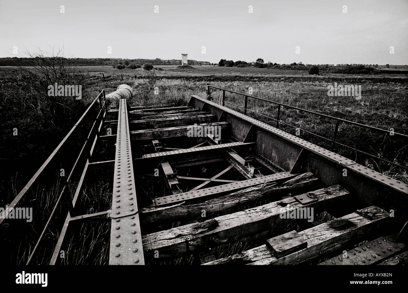 GERMANY DDR EAST WEST RAILWAY LINE BORDER BRIDGE COLD WAR - Stock Image