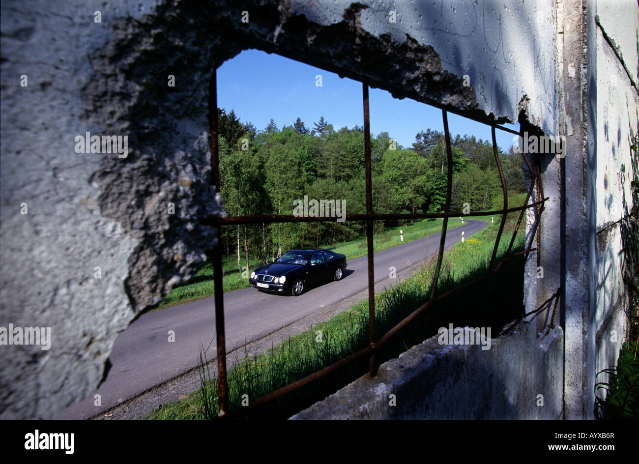 GERMANY THE WALL AT GORSDORF IN THE FORMER DDR WITH A MERCEDES CAR  2008 - Stock Image