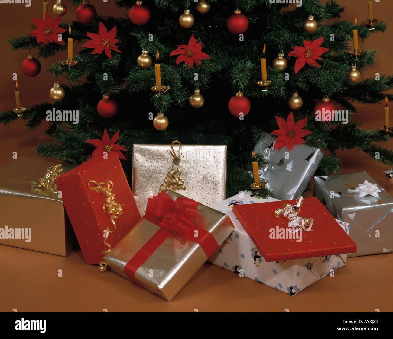 Christmas, decorated Christmas tree, presents - Stock Image