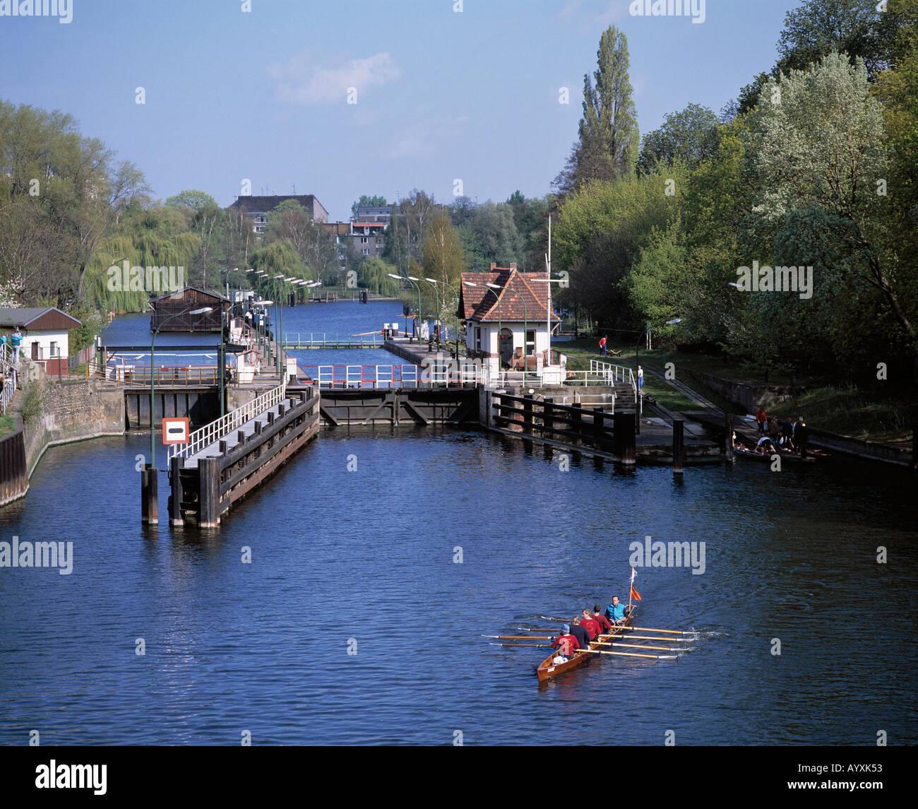 D-Berlin, D-Berlin-Spandau, Havel lock, rowing boat, four coxed, swain, sports, water sports - Stock Image