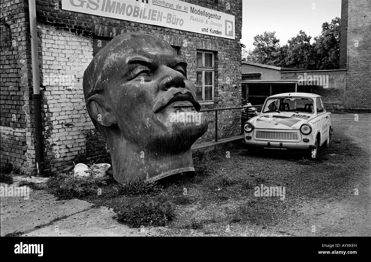 GERMANY HEAD OF LENIN AND A TRABANT CAR AT NORDHAUSEN IN FORMER DDR  2008 - Stock Image