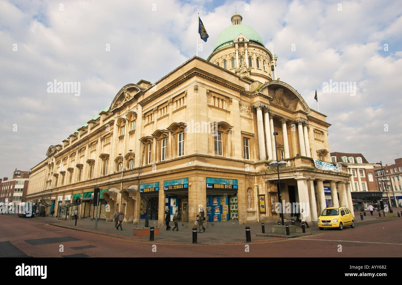 City Hall and shops in Victoria Square, Hull, East Yorkshire, England, UK - Stock Image