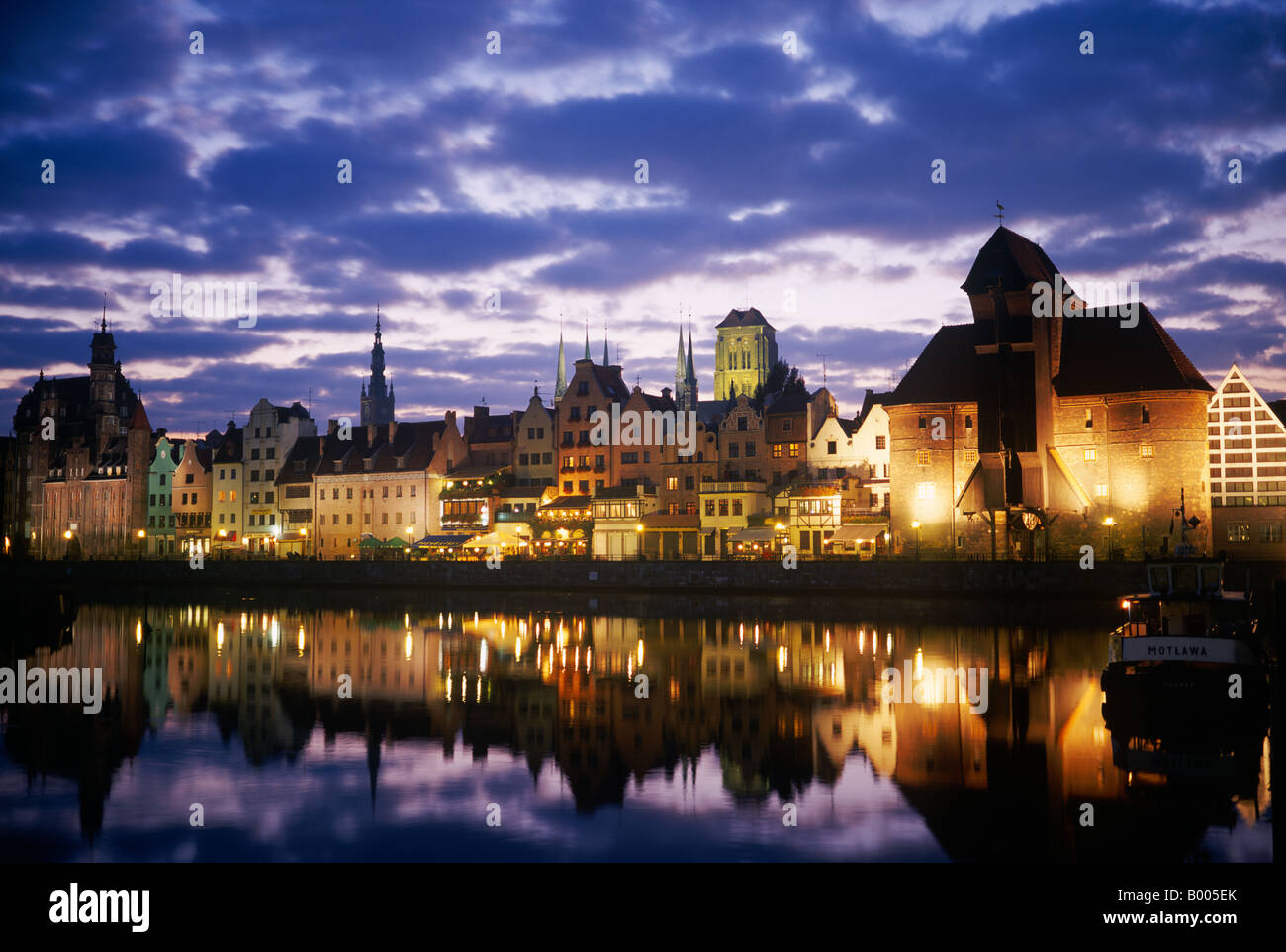 """View across the Mottlawa river to the medieval city gate of Gdansk called """"Crane Gate"""" (Krantor) - Poland, Europe. Stock Photo"""