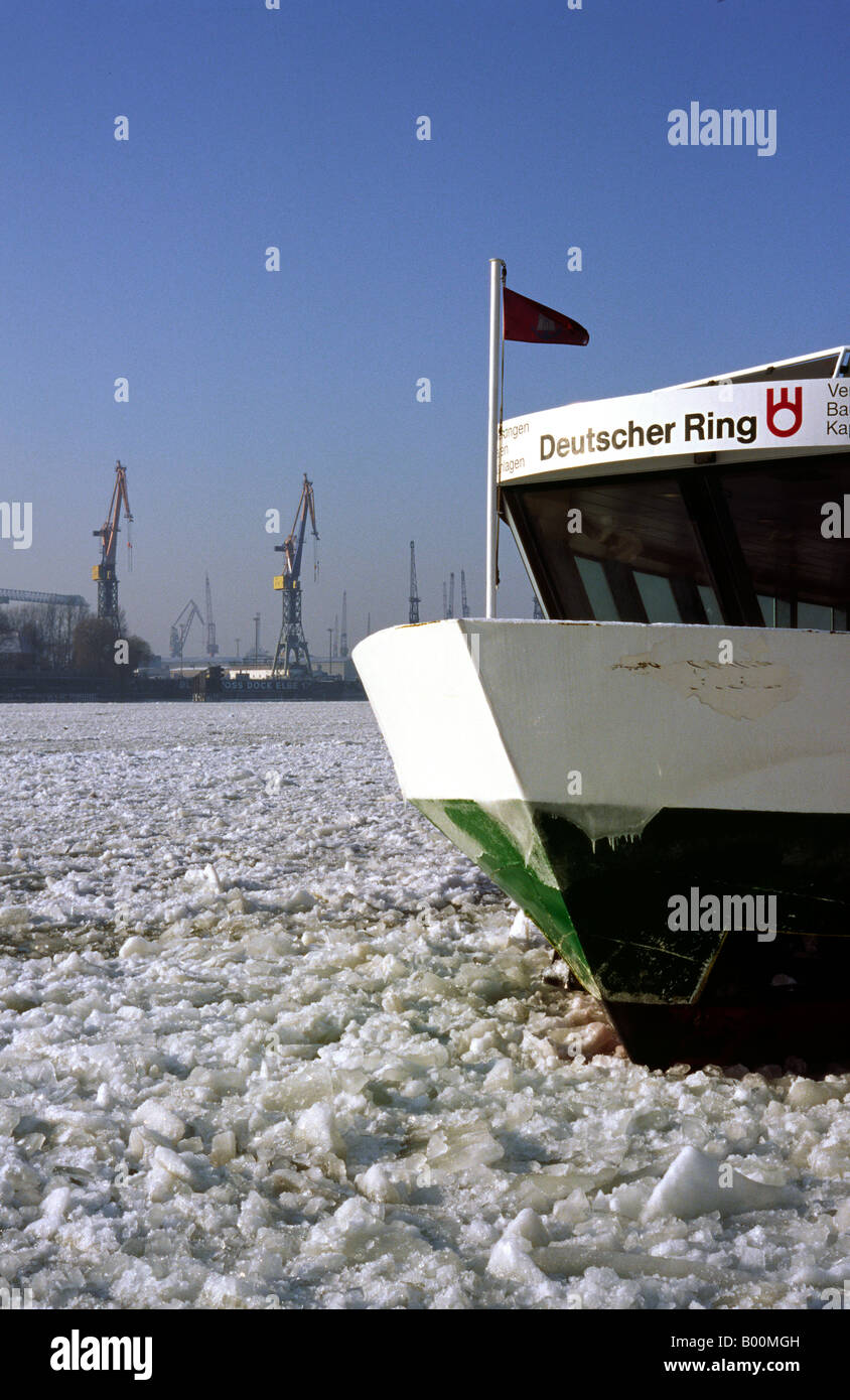 Jan 20, 2006 - Ferry at Landungsbruecken on the frozen river Elbe in the German port of Hamburg. - Stock Image